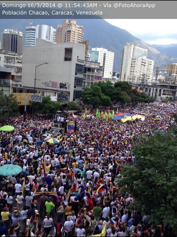 """16 de mar. de 2014 / """"Otra vista de la marcha en #Chacao : #16M 11:54AM Fuera #cuba-anos de #Venezuela"""""""