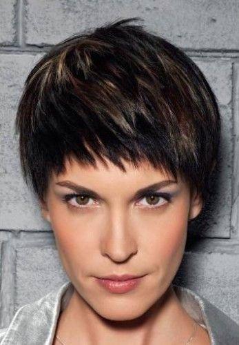 Pin Coiffure Carre Frange En Biais Modele On Pinterest Coiffure Cheveux Courts 50 Ans Cheveux Courts Coiffure