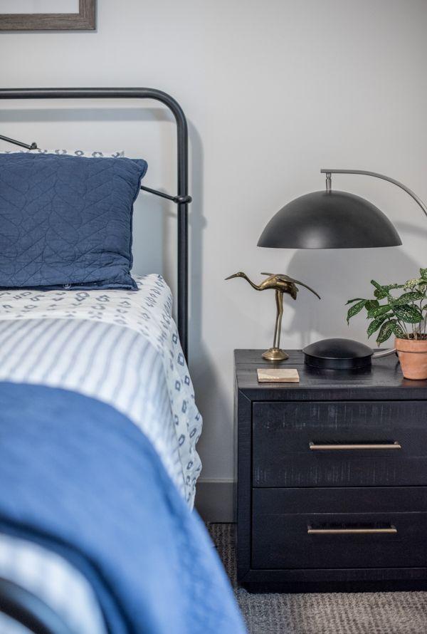 Black Metal Bedside Tables: Bedside Table Decor