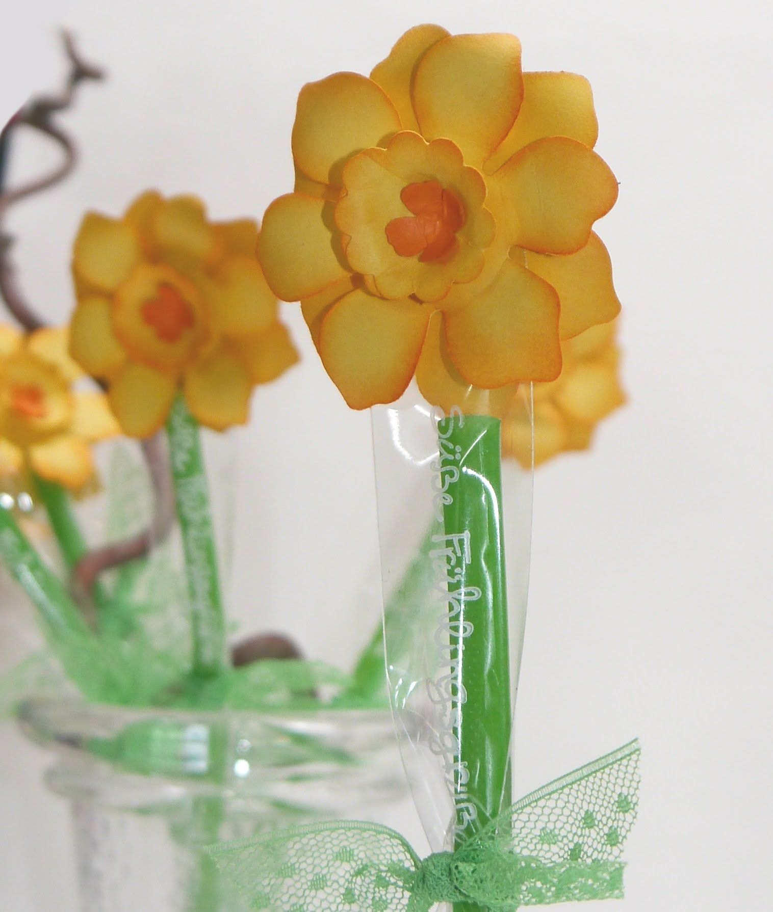 Osterglocke Mit Stanze Zierbluete Anleitung Flower Punches And