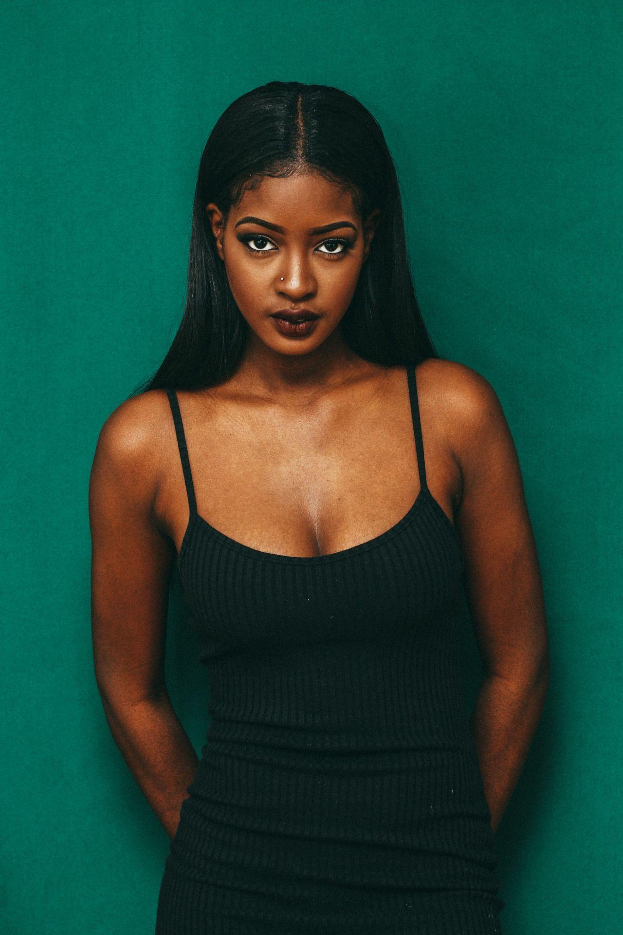 Sira Kante Giving Me 90 S Vibe Brown Eyes Aesthetic Beautiful Black Women Sira Kante