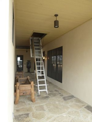 Electronic attic ladder