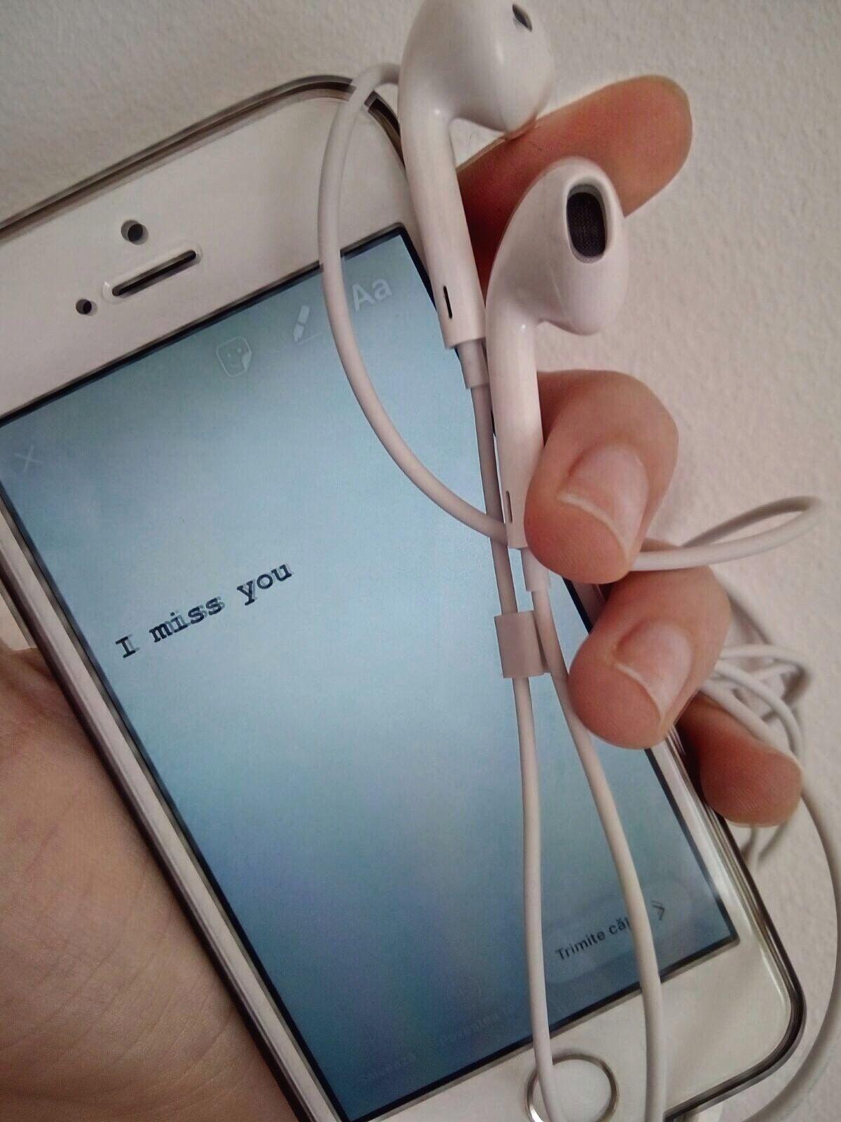 Tumblr Aesthetic Indie Grunge Quotes Phone Headphones White Imissyou Sayings Weheartit Vsco Wall Iphone Knizhnaya Fotografiya Naushniki Prilozheniya