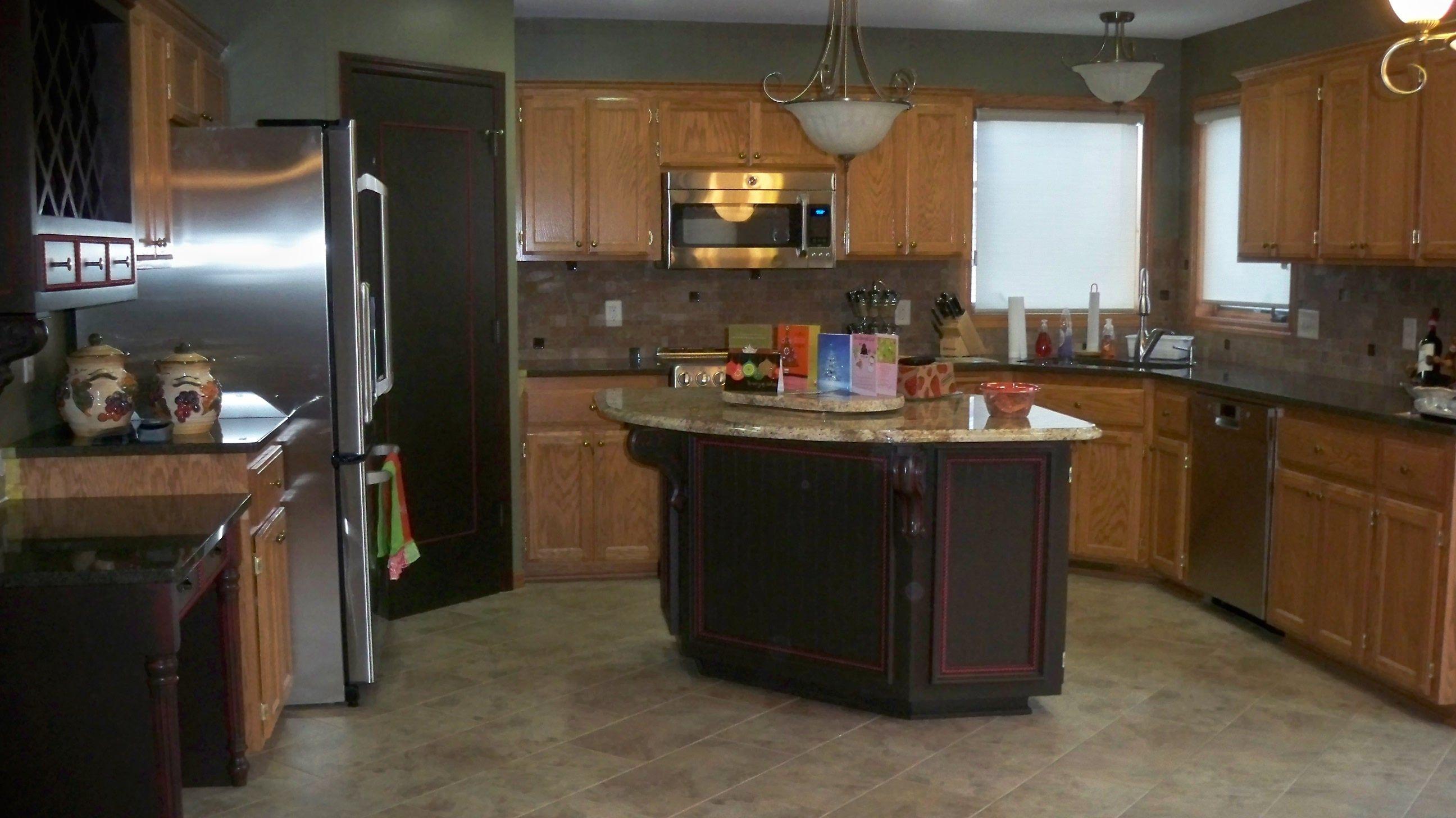 Laminate Flooring Goes Kitchen Color Oak Cabinets Ideas Image