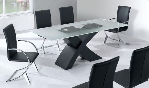Moderne Esszimmermöbel Ideen schwarze lederstühle matt glas platte - moderne esszimmermobel design ideen