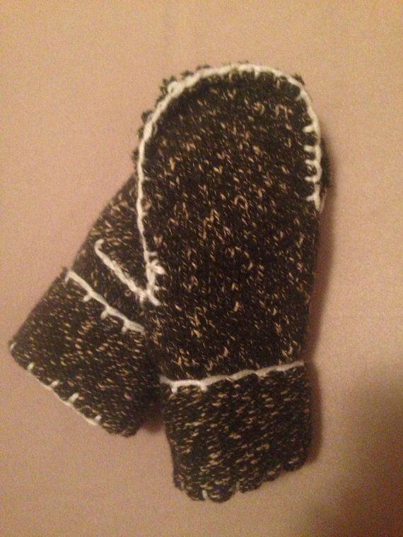 Dark Green Fleece Lined Mittens on Etsy, $12.00