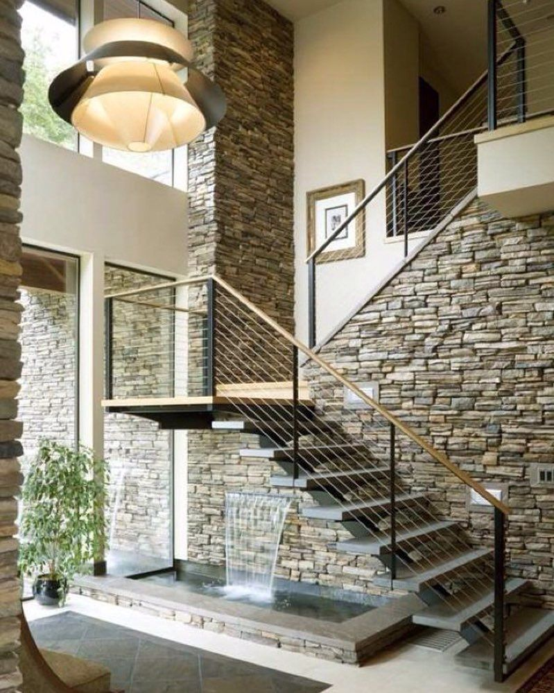 Escalera en piedra con fuente trucos living lifestyle for Decoracion casa piedra