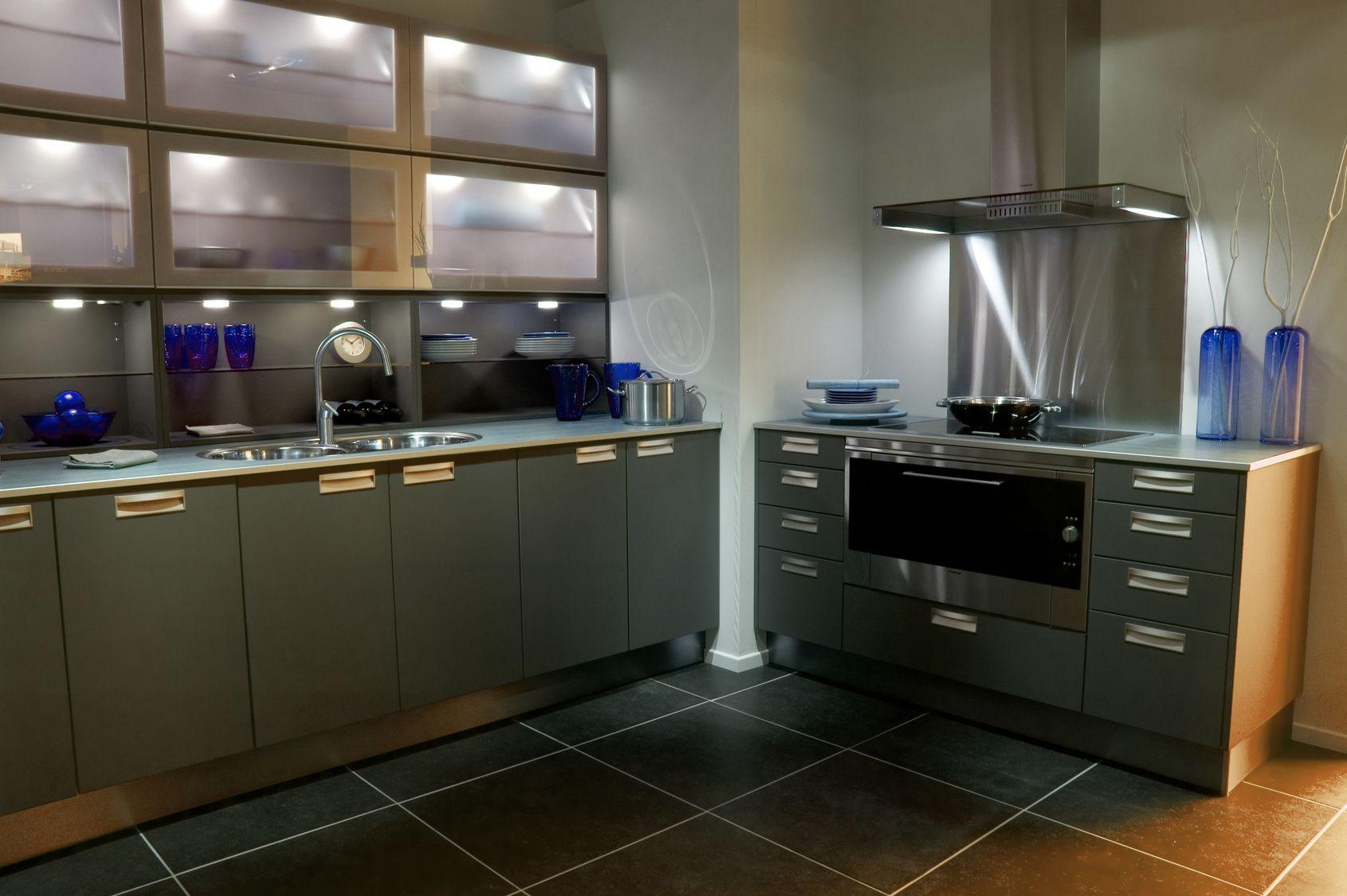 Moderne Designküche mit Edelstahlakzenten | Edelstahlküchen ...