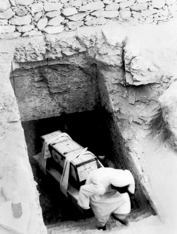 The Curse Of King Tuts Tomb Torrent: 1923: Archaeologist Opens Tomb Of