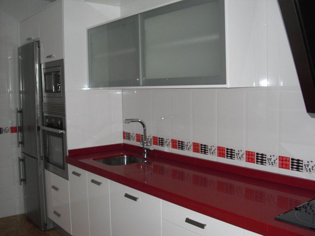 Cocinas roja kitchen cabinets kitchen - Cenefas cocinas modernas ...