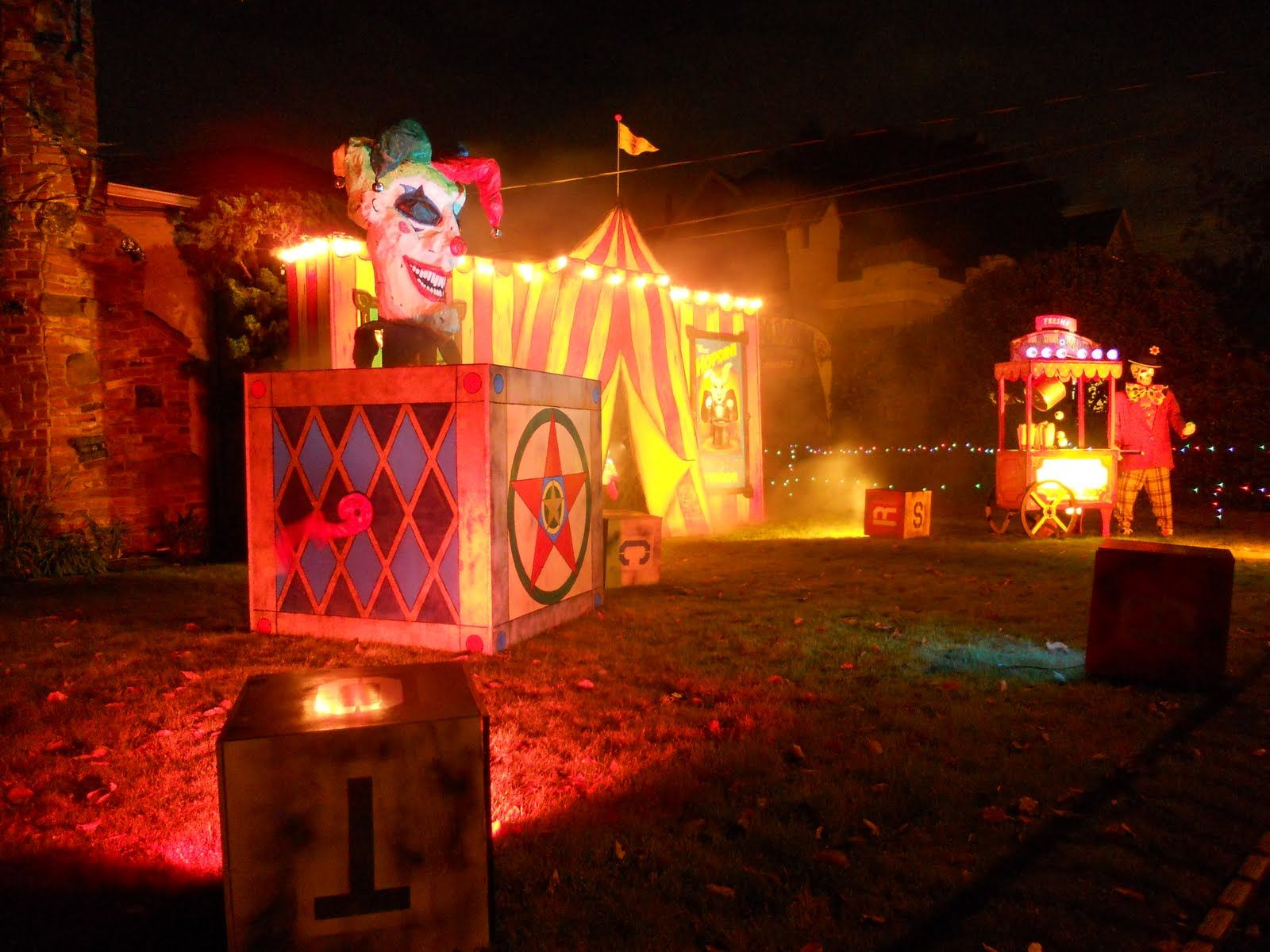 Creepy carnival theme party google search creepy for Good themes for a haunted house