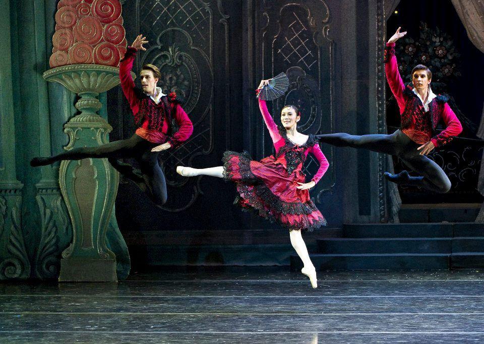 'The Nutcracker', Boston Ballet: Bradley Schlagheck, Rie Ichikawa, and Artyom Maksakov
