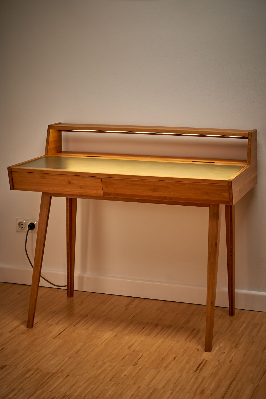 Schreibtisch Beleuchtung In 2021 Tisch Schreibtisch Designkonzepte