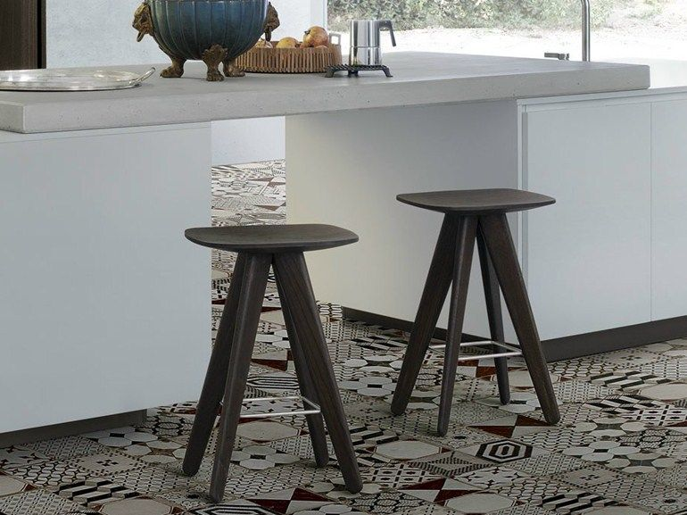 Sgabello tavolino in legno ics by poliform design rodrigo torres