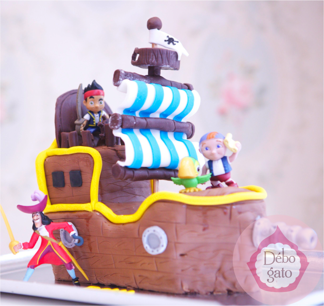 g teau jack le pirate bateau pirate capitaine crochet. Black Bedroom Furniture Sets. Home Design Ideas