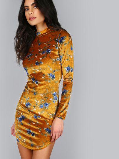 Vestido ajustado con estampado floral y cuello alto