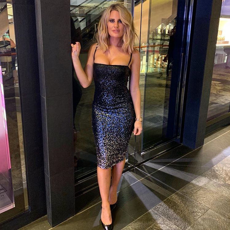 You Can't Handle All This Sparkle✨ Dress @finiquelondon #sparkle #sequindress #charitydinner #singapore