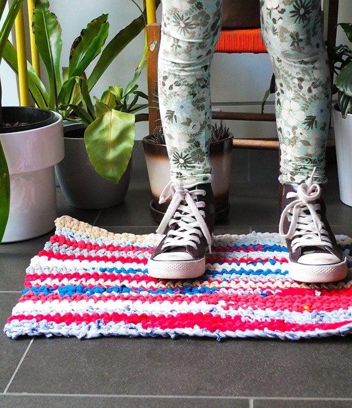 T Shirt Rag Rug Tutorial: Upcycle Style: Crochet T-shirt Rag Rug