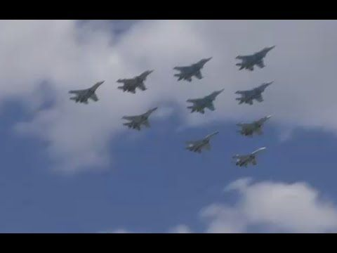 Video: Russian jets rehearse Red Square V-Day aerial display - http://www.therussophile.org/video-russian-jets-rehearse-red-square-v-day-aerial-display.html/
