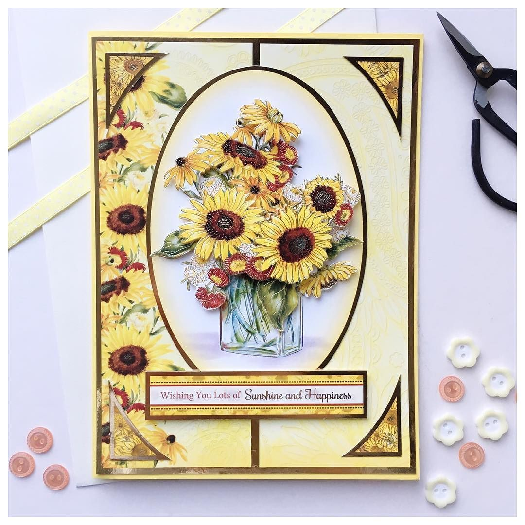 A miserable day weather wise so how about some gorgeous sunflowers? I was tasked with making a birthday card for a colleague and love this from @hunkydorycrafts the decoupage was easy to put together and it looks really effective