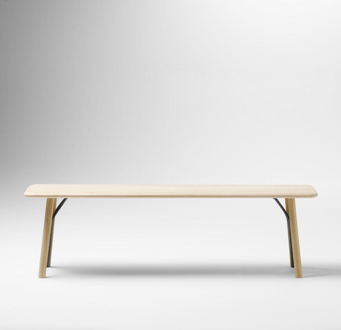 The Kea bench in Solid oak and wrought iron. Design: Iratzoki Lizaso