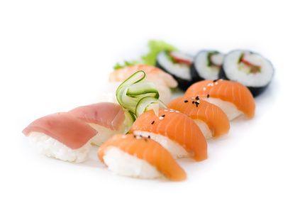 SUSHIIIII!!! Echt mijn lievelings! Gezellig met vriendinnetjes sushi gaan eten. Ook al een keer gezellig samen gemaakt.. maar dat valt niet mee! Wel leuk om eens te doen! Voor de echte lekkere sushi toch maar gewoon de stad in!!