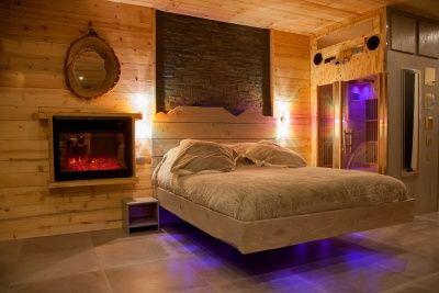 Suite Pour Amoureux Avec Jacuzzi Et Sauna Suite Spa Ski Chamrousse 38 Nuit D Amour Chambre Romantique Chambre Design Jacuzzi