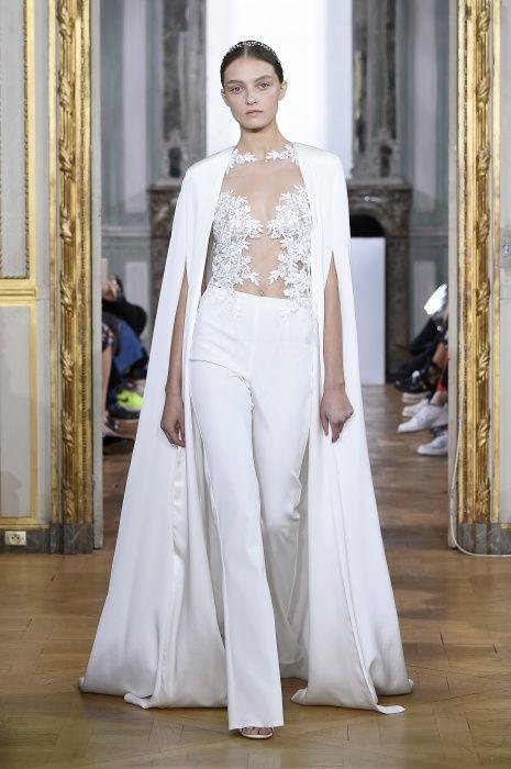 """""""Sans Souci"""" La collezione sposa Couture Primavera Estate 2017 Kaviar Gauche alla Paris Fashion Week  http://modainpasserella.blogspot.com/2016/10/0301-kaviar-gauche-bridal-couture-ss.html  #KaviarGauche #ModainPasserella"""