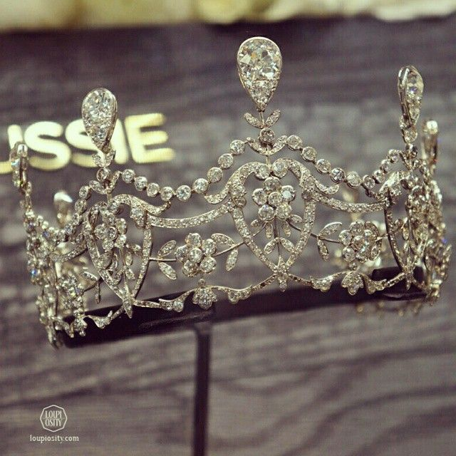 77ba32791e8 loupiosity  boucheron Russia inspired  tiara  BiennaleDesAntiquaires   GrandPalais  SplendeursdeRussie  hautejoaillerie