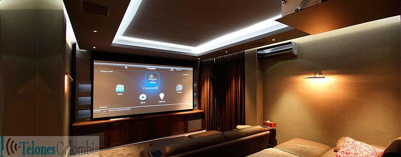 Cine en casa con pantalla para proyeccion