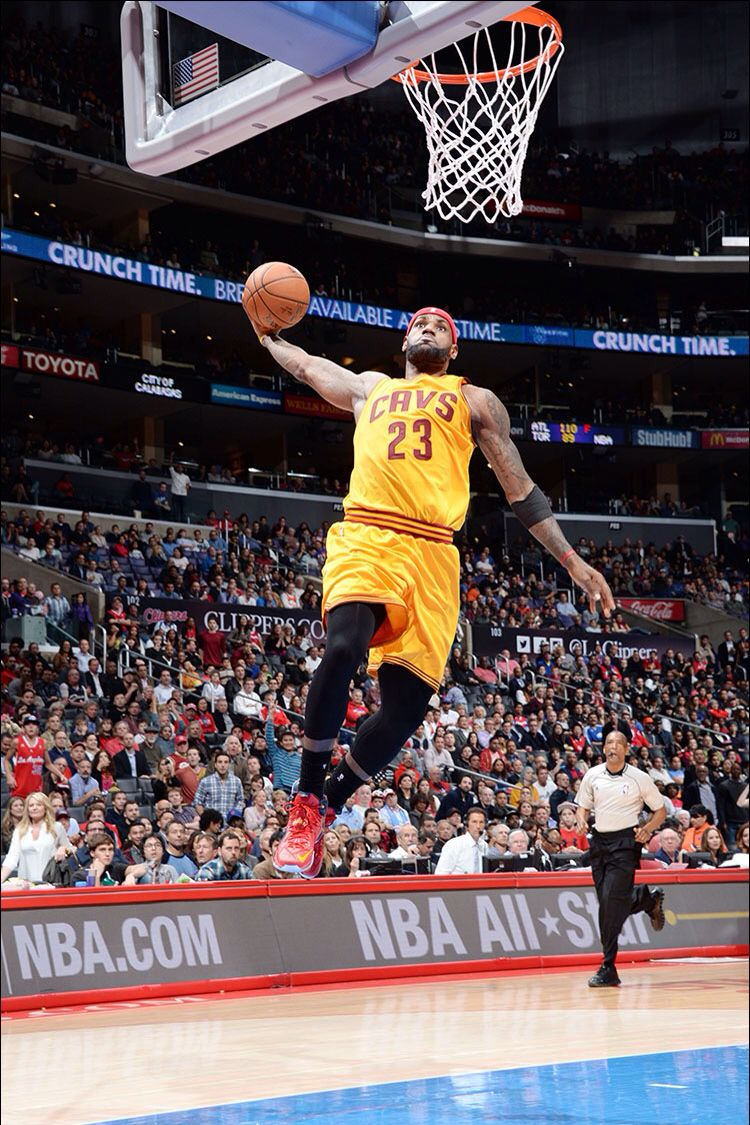 lebron goes up for a dunk 1 16 2015 vs the los angeles clippers