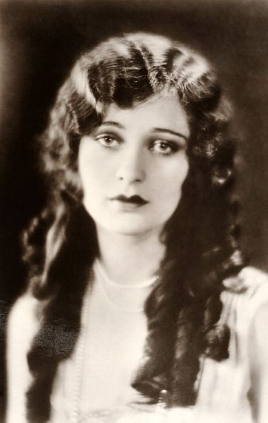 Dolores Costello Pictures And Photos 1920s Long Hair Vintage Hairstyles Long Hair Styles