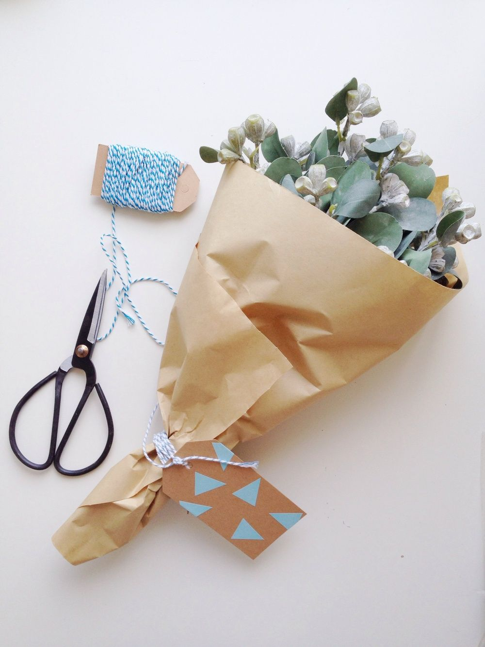 How to wrap flowers like a florist — Take a cheap, $10 bunch of flowers from the supermarket and make them look beautiful (and expensive!). Here is one idea - see the others on the full post over on The Little Design Corner. A great last minute gift idea for Christmas!