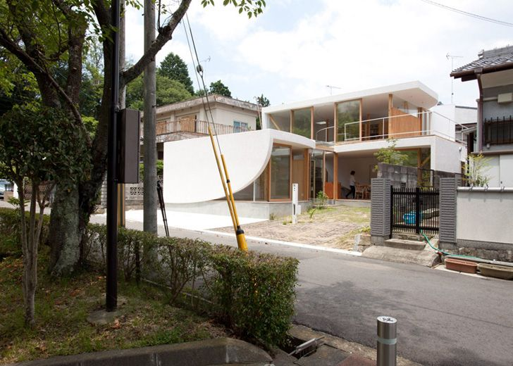 Tsuyoshi Kawata Designs A Charming Curved House In Japan Japanese House Rooftop Design House