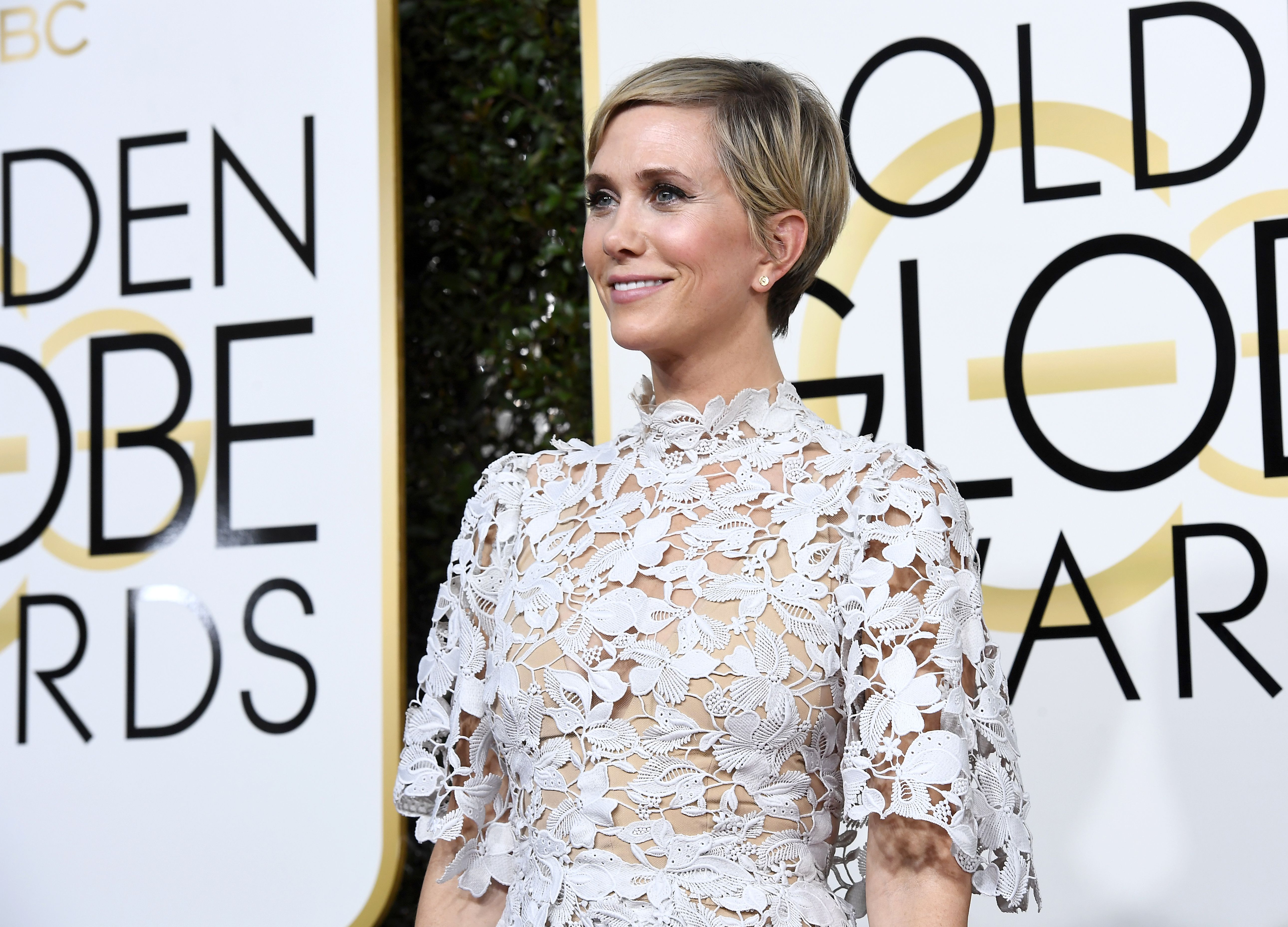 Golden Globes 2017: Kristen Wiig and Steve Carell present ...