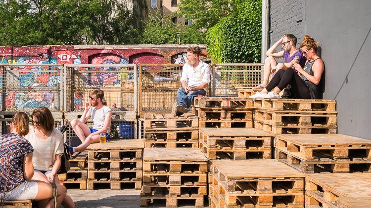 Palletten Podium Berlin Village Market Schoolfeesten Festival Marketing