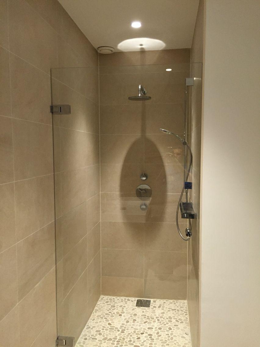een kiezelstenen vloer in je douchecel je ziet het steeds vaker