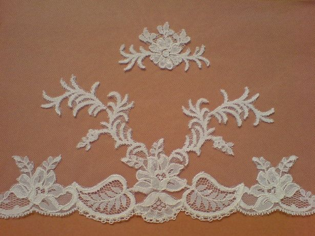 Make carrickmacross style lace on your sewing machine using