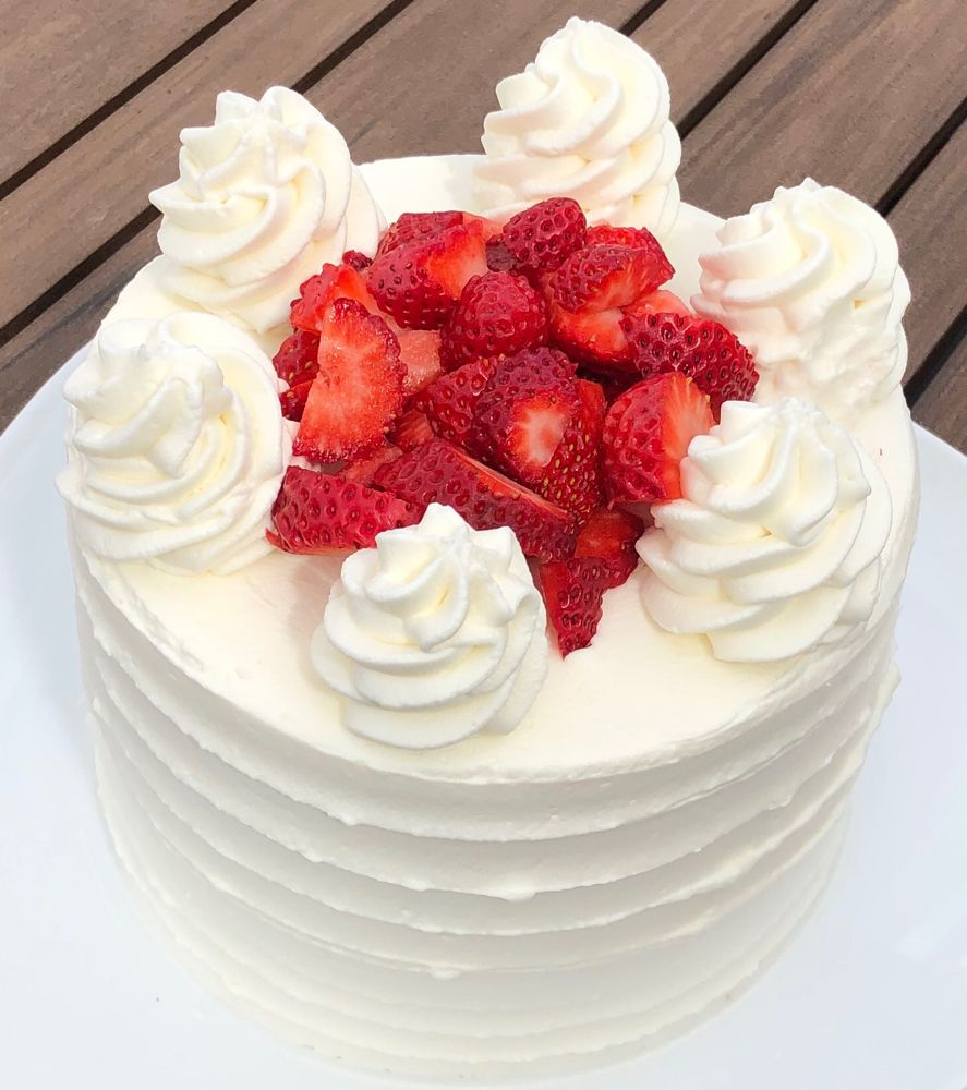 Stabilized Whipped Cream Icing: Perfect for Spring! • Sweet Chatter #stabilizedwhippedcream