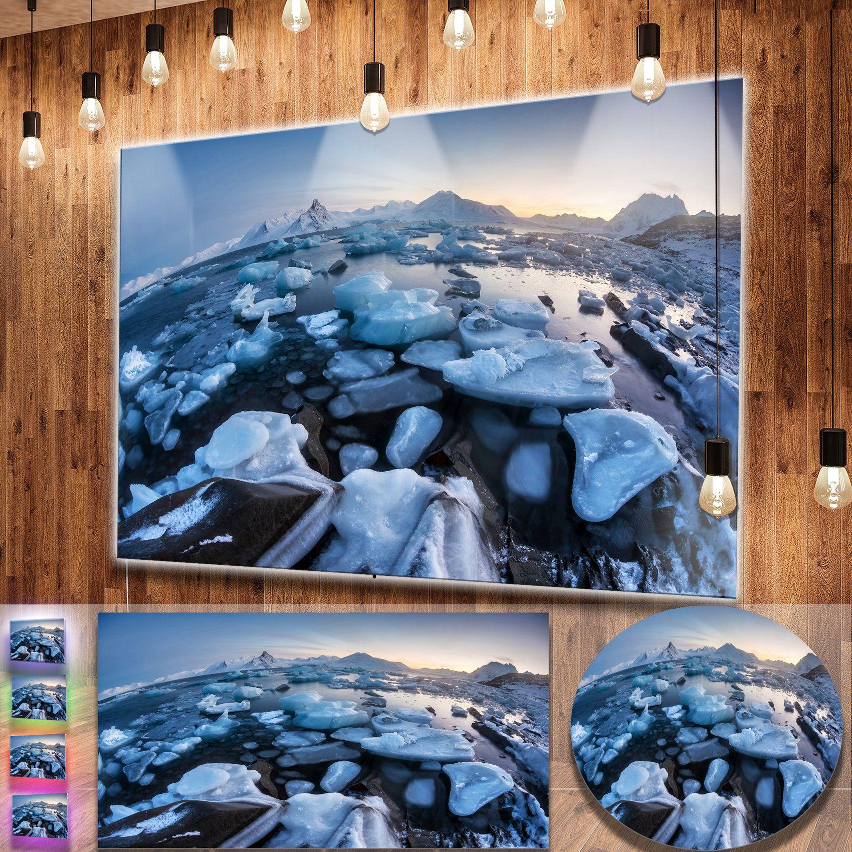Designart uunusual arctic ice landscapeu seashore metal wall art
