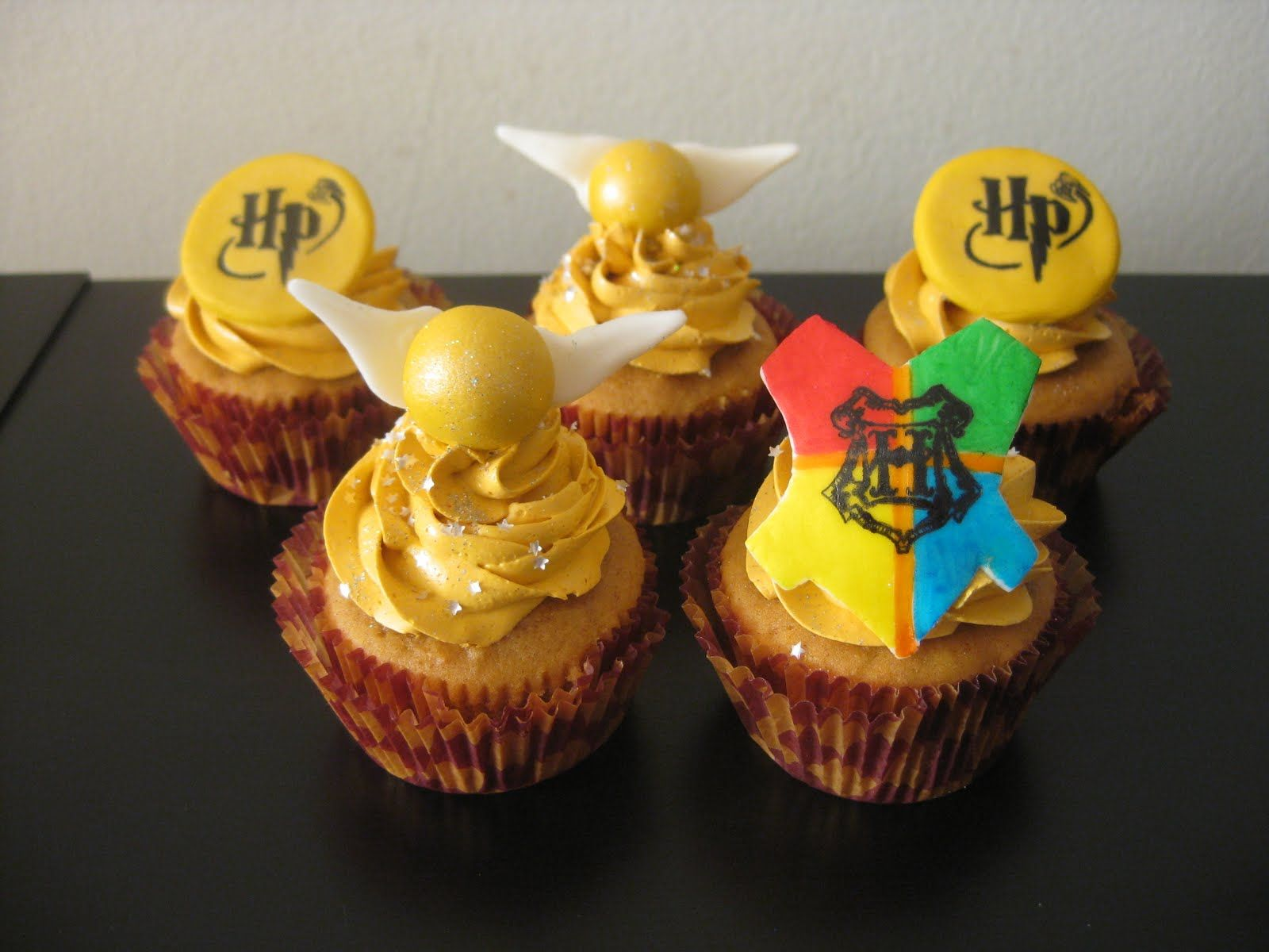 harry potter themed cupcakes | Harry Potter Cupcakes: Pumpkin cake filled with homemade butterscotch