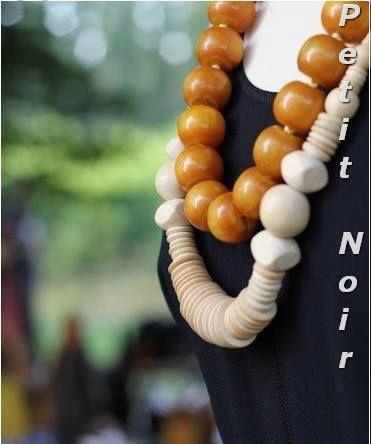 Collane legno € 15,00 Collana con biglie in pasta di ambra €90,00  info@petitnoir-vintage.it