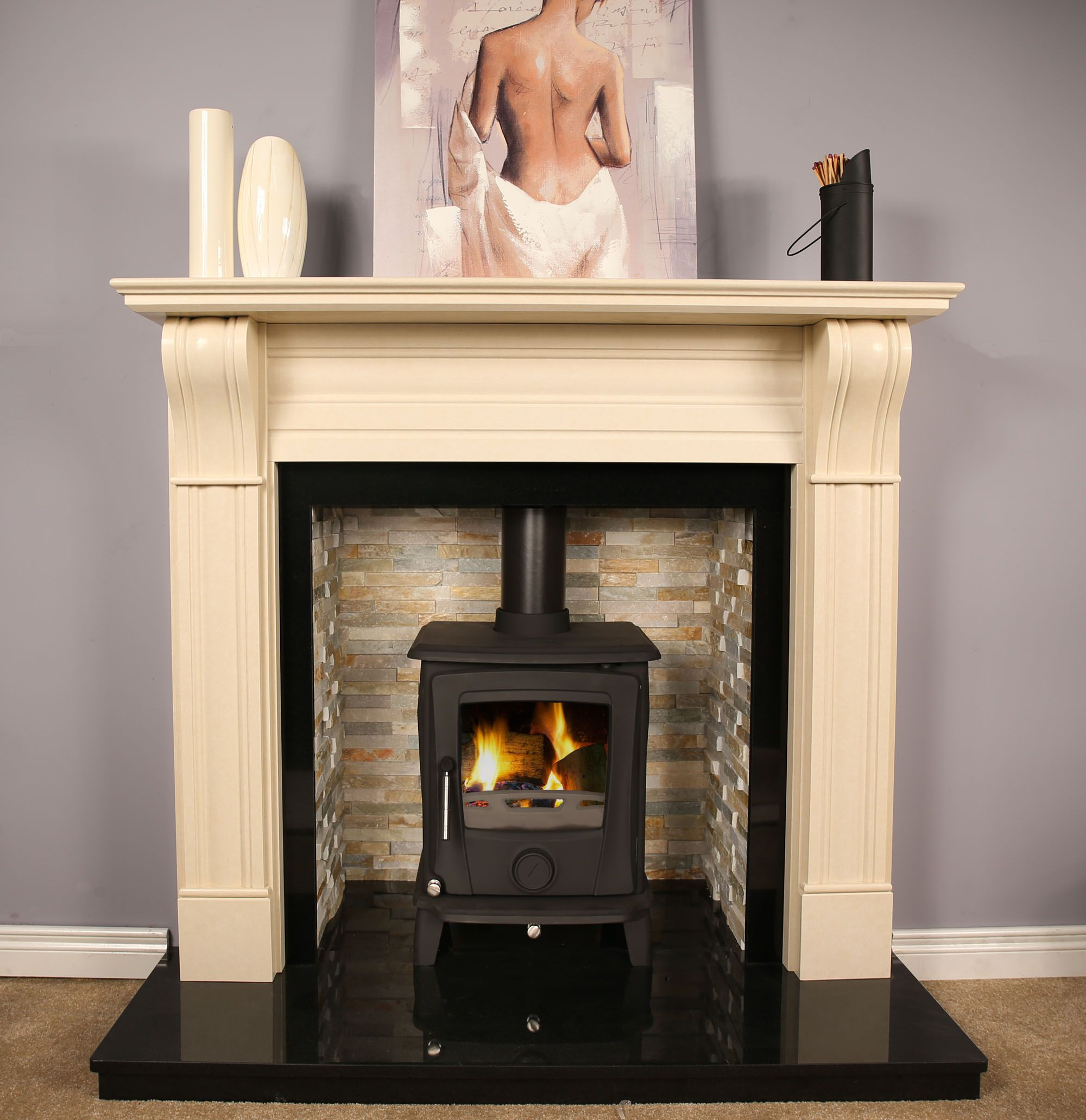 Arizona Seattle Multi Fuel Stove 7.5kw Matt Black (http://www.gr8fires.co.uk/arizona-seattle-mf-stove-7-5kw-max/?utm_source=Social&utm_medium=Social) with the Dublin cream fireplace surround (http://www.gr8fires.co.uk/dublin-60-corbel-crema-marfil-firepla