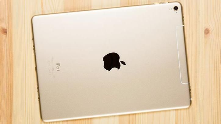 ايباد برو 2 مفاجاءة جديدة من ابل إن شركة Apple تميل منذ فترة طويلة إلى إعداد جيل جديد من أجهزة ايباد برو 2 من أجل أن تقوم بإطلاقه ف Apple Ipad Ipad Iphone
