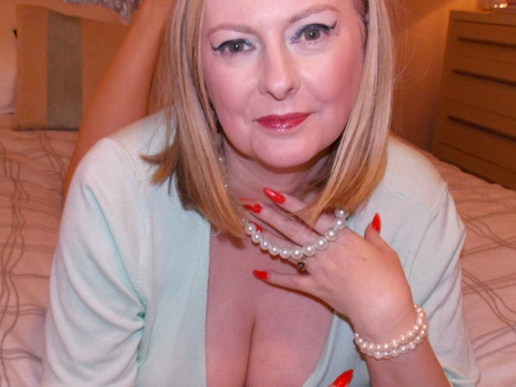 Mature courtesan london