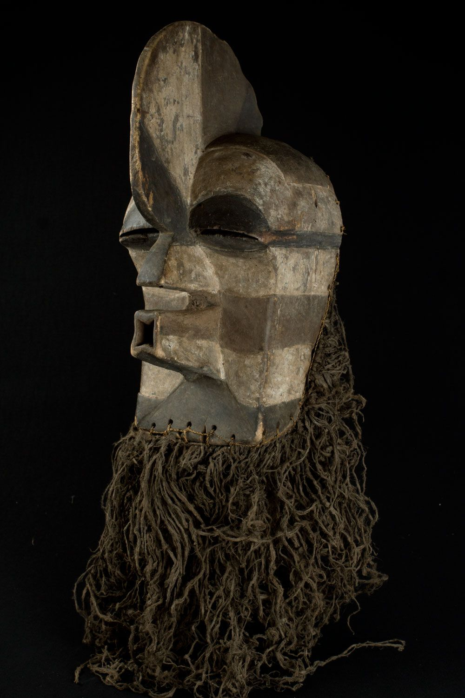 Songye Kifwebe- mask. D.R.Congo  Hauteur  : 53 cm (95 cm raphia inclus )…