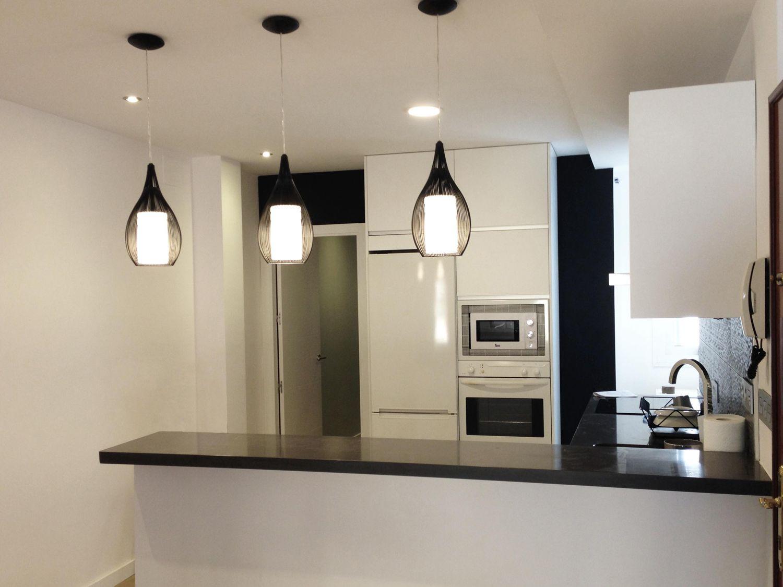 Cocina moderno decoracion via planreforma encimeras - Iluminacion encimera cocina ...
