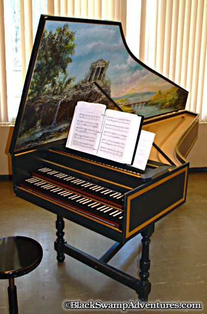 Franco-Flemish Harpsichord   Musical or close to it     in