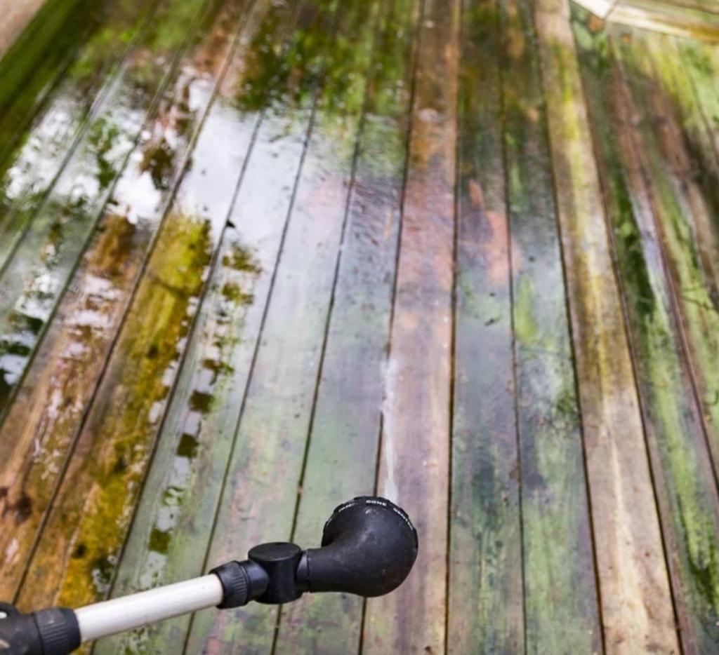 Preuves à l'appui, il recommande un produit inusité pour laver le bois traité et lui rendre sa belle apparence! - Trucs et Astuces - Trucs et Bricolages