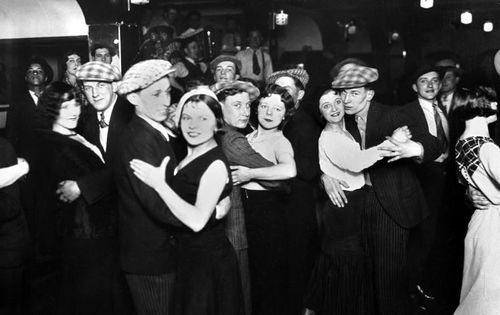 Bal Musette, Paris circa 1920 - Albert harlingue/Roger-Viollet Collection